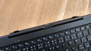 Detail klávesnice s konektorem pro spojení s displejem