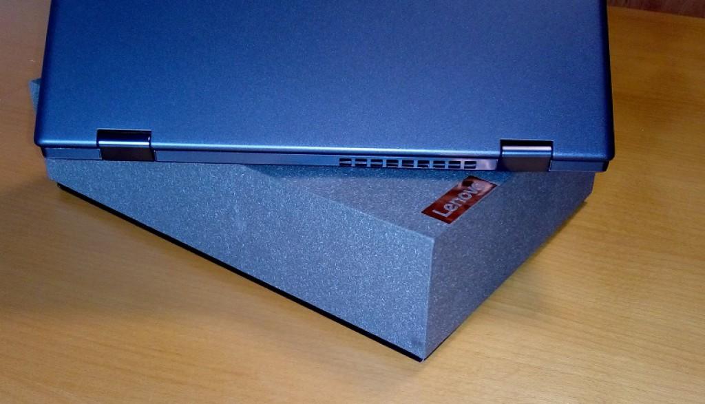 Notebook Lenovo YOGA 720-12IKB je rychlý a drobný univerzální notebook