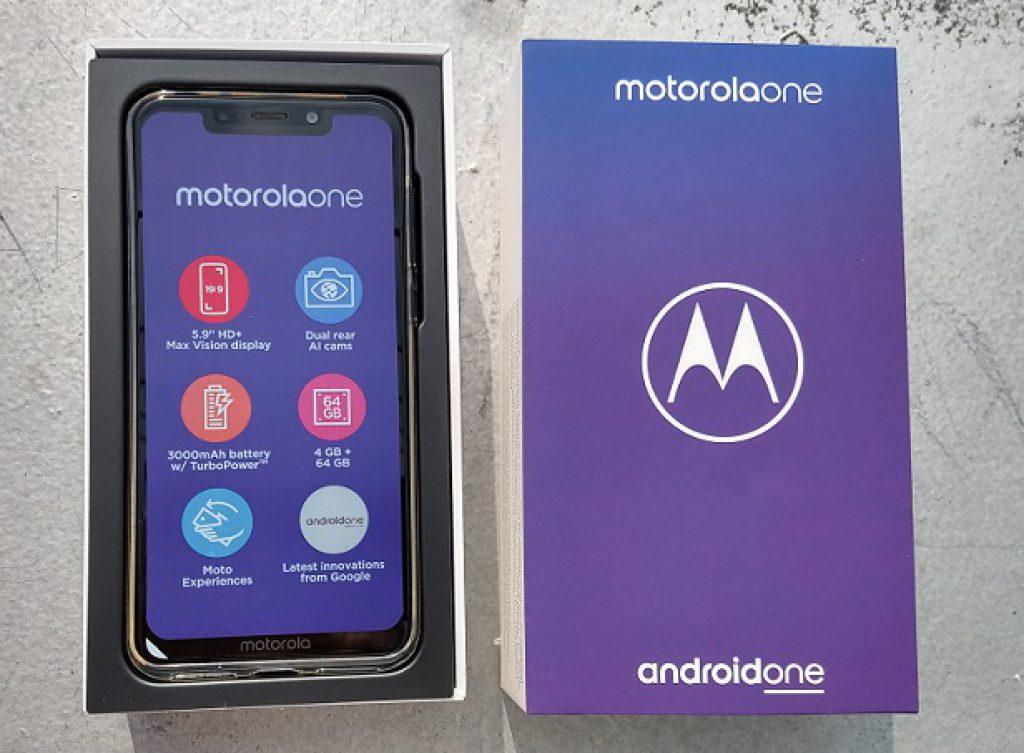 Motorola One má zajištěný software na tři roky dopředu. Ale hardwarově pokulhává