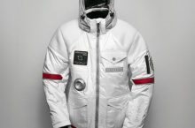 Chceš mít bundu jako kosmonaut? Rozbij prasátko a objednej si Spacelife Jacket!